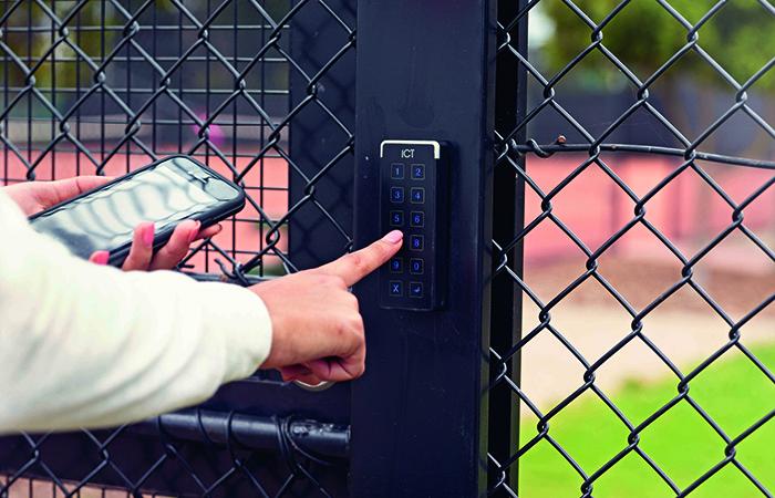 TennisAusDay1_Shot16_4238 700x450
