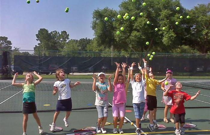 1024-Kids-throwing-balls