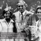 1974 Australian Fed Cup team (l to r): Janet Young, Dianne Fromholtz, Vic Edwards (Manager) and Evonne Goolagong. AP