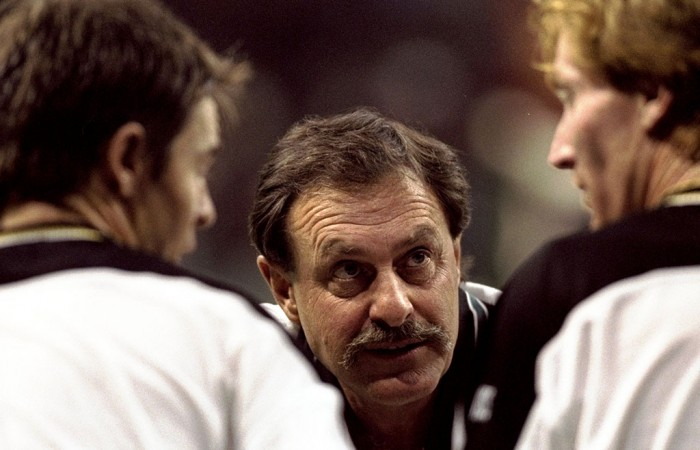 John Newcombe (centre) speaks to Todd Woodbridge (left) and Mark Woodforde, 1999. GETTY IMAGES