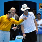 A splendidly decked-out Andy Roddick questions the linesman.