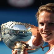 Esther Vergeer with her winning trophy.