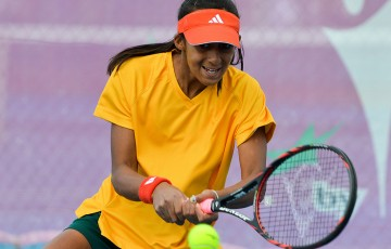 Naiktha Bains in action during the second singles rubber of the Australia v China Junior Fed Cup qualifying final; Bill Conroy