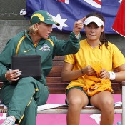 Junior Fed Cup captain Nicole Pratt (L) discusses tactics with Isabelle Wallace; photo Srdjan Stevanovic