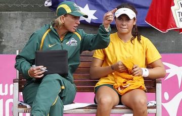 Junior Fed Cup captain Nicole Pratt (L) discusses tactics with Isabelle Wallace; photo Srdjan Stevanovic