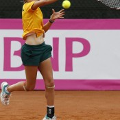 Zoe Hives in action in the Junior Fed Cup semifinals against Russia; photo Srdjan Stevanovic