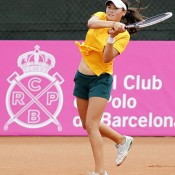 Isabelle Wallace in action at the Junior Fed Cup semifinals against Russia in Barcelona; photo Srdjan Stevanovic