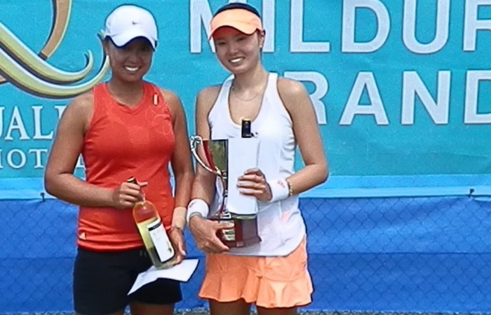 Mildura Grand Tennis International finalist Alison Bai (L) of Australia poses alongside champion Su Jeong Jang of Korea; Tennis Australia