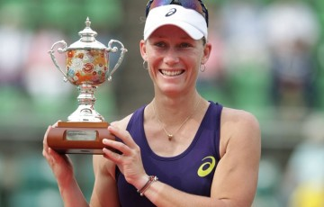 Sam Stosur holds the winner's trophy after winning her third Japan Women's Open title in Osaka; photo credit/Hiromasa Mano