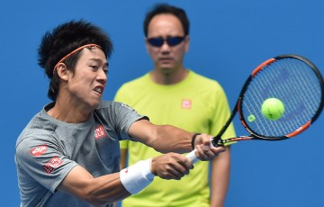 Kei Nishikori practises at Australian Open 2015 as coach Michael Chang watches on; Getty Images
