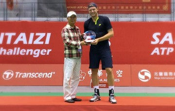 Sam Groth poses with the trophy after winning the ATP Santaizi Challenger in Taipei; photo courtesy @SamGrothTennis