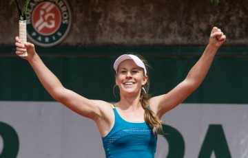 Olivia Rogowska celebrates her victory of Beatriz Haddad Maia to qualify for the main draw at Roland Garros; Elizabeth Xue Bai