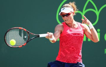 Sam Stosur came through a tough three setter against Peng Shuai. Photo: Getty Images