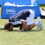 Matt Ebden kisses the turf after winning through to the semifinals of the Dell Technologies Hall of Fame Open (photo credit Jennifer Carter)