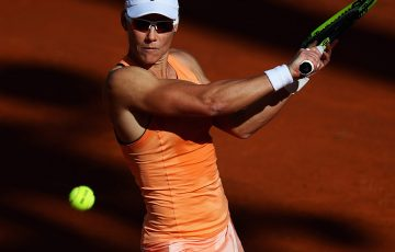 ROME, ITALY - MAY 14:  Samantha Stosur of Australia returns a backhand in her match against Alison Van Uytvanck of Belgium during day two of the Internazionali BNL d'Italia 2018 tennis at Foro Italico on May 14, 2018 in Rome, Italy.  (Photo by Dean Mouhtaropoulos/Getty Images)