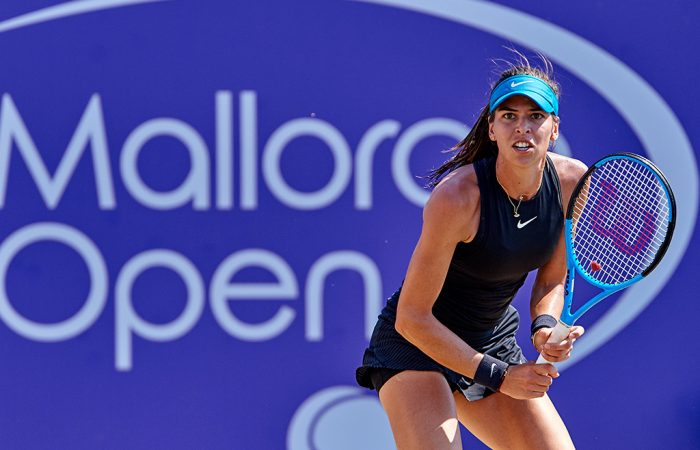 Ajla Tomljanovic in action during her second-round victory over Rebecca Peterson (photo credit: Manuel Queimadelos/Mallorca Open)