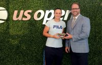Ash Barty (L) and US Open Sportsmanship Committee Co-Chair Lars Rosene (photo credit: Rhea Nalll/USTA)