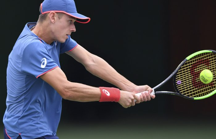 SHANGHAI, CHINA - OCTOBER 09:  Alex De Minaur of Australia returns a shot to Vasek Pospisil of Canada  during the 2018 Rolex Shanghai Masters on Day 3 at Qi Zhong Tennis Centre on October 97, 2018 in Shanghai, China.  (Photo by Tao Zhang/Getty Images)