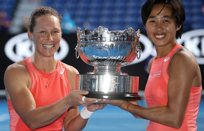 Sam Stosur (L) and Zhang Shuai win the Australian Open women's doubles crown (Getty Images)