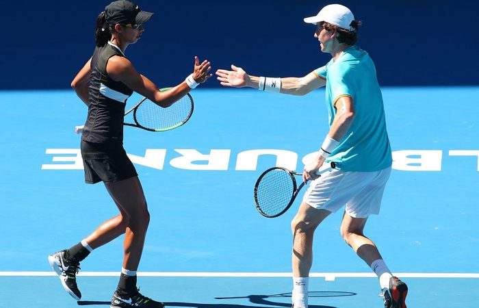 Astra Sharma (L) and John-Patrick Smith in action in the mixed doubles quarterfinals at the Australian Open (Getty Images)