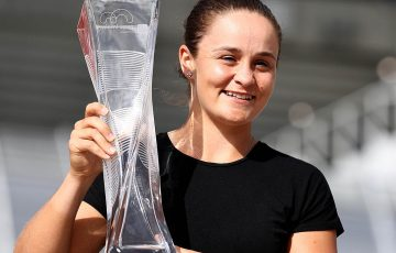 MIAMI GARDENS, FLORIDA - MARCH 30:  Ashleigh Barty of Australia poses with the winners trophy after defeating Karolina Pliskova of the Czech Republic during the Women's Final match on day 13 of the Miami Open presented by Itau at Hard Rock Stadium on March 30, 2019 in Miami Gardens, Florida. (Photo by Al Bello/Getty Images)