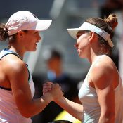 Ash Barty (L) shakes hands with Simona Halep after Halep won their quarterfinal at the Mutua Madrid Open (Getty Images)