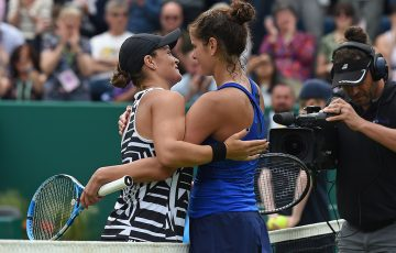 Julia Goerges (R) embraces Ash Barty following the WTA Birmingham final (Getty Images)