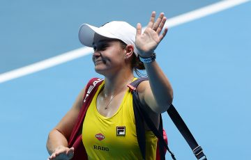 Ash Barty waves to the crowd as she exits RAC Arena after her reverse singles loss to Kristina Mladenovic in the 2019 Fed Cup final. (Getty Images)