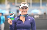 Arina Rodionova celebrates her victory at the AO Play-off with her player accreditation pass for Australian Open 2020. (photo: Elizabeth Bai/Tennis Australia)