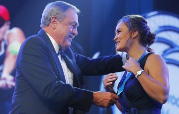 Ash Barty (R) is presented with the 2019 Newcombe Medal by John Newcombe. (Getty Images)