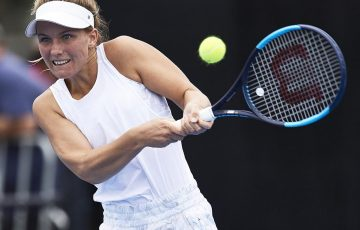 SYDNEY, AUSTRALIA - JANUARY 06: Maddison Inglis of Australia plays a backhand shot against Danielle Collins of the USA during day one of the 2019 Sydney International at Sydney Olympic Park Tennis Centre on January 06, 2019 in Sydney, Australia. (Photo by Brett Hemmings/Getty Images)