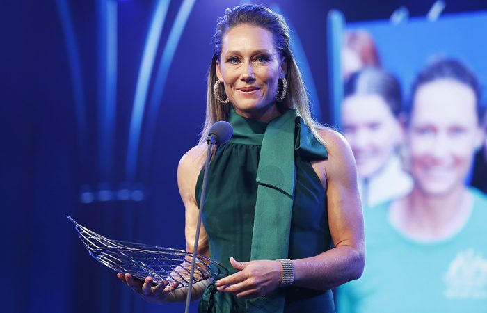 Sam Stosur accepts the Spirit of Tennis Award at the 2019 Newcombe Medal, Australian Tennis Awards. (Getty Images)