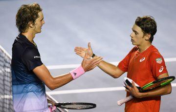 Alexander Zverev (L) shakes hands with Alex de Minaur after winning their quarterfinal battle in Acapulco. (Getty Images)