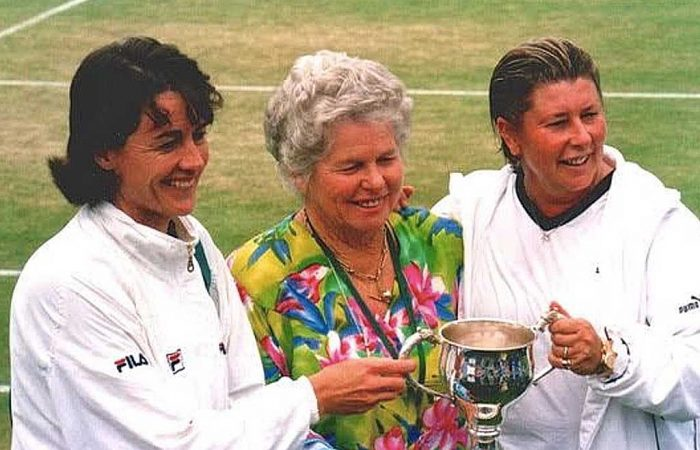 Daphne Fancutt with fellow Queenslanders Liz Smylie and Wendy Turnbull.